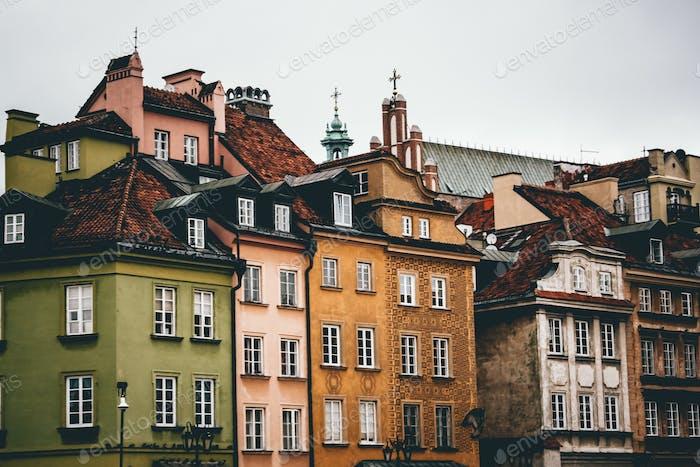Alte Gebäude in Warschau. Bunte Gebäude. Lebensstil.