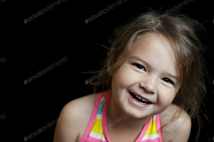 Chica feliz sonriendo