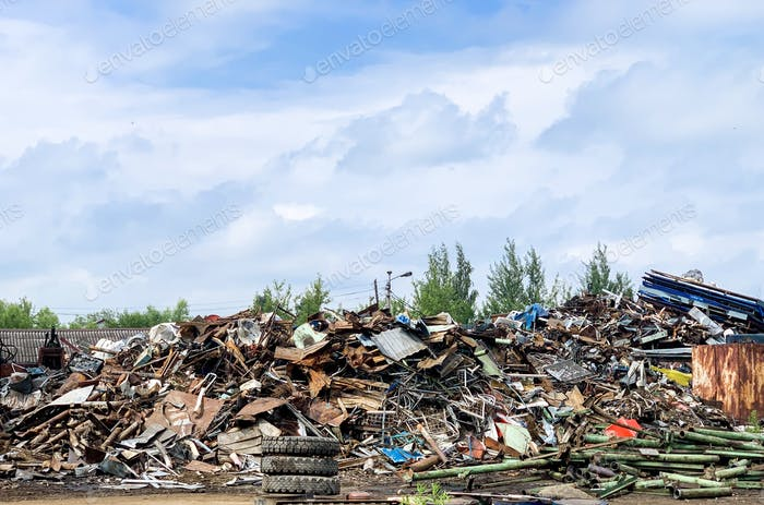Large garbage yard, room for copy space