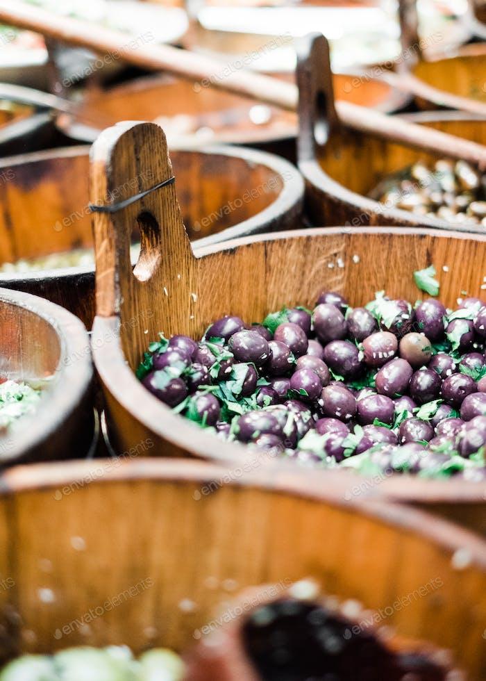De  cerca en el mercado de agricultores en Cork. Mercado de olivos, mercado gastronómico.