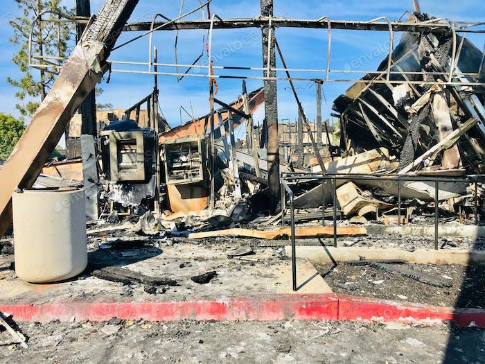 Siehst du die Geldautomaten? Plünderungen und Unruhen füllten die Straßen in La Mesa Kalifornien brennen diese