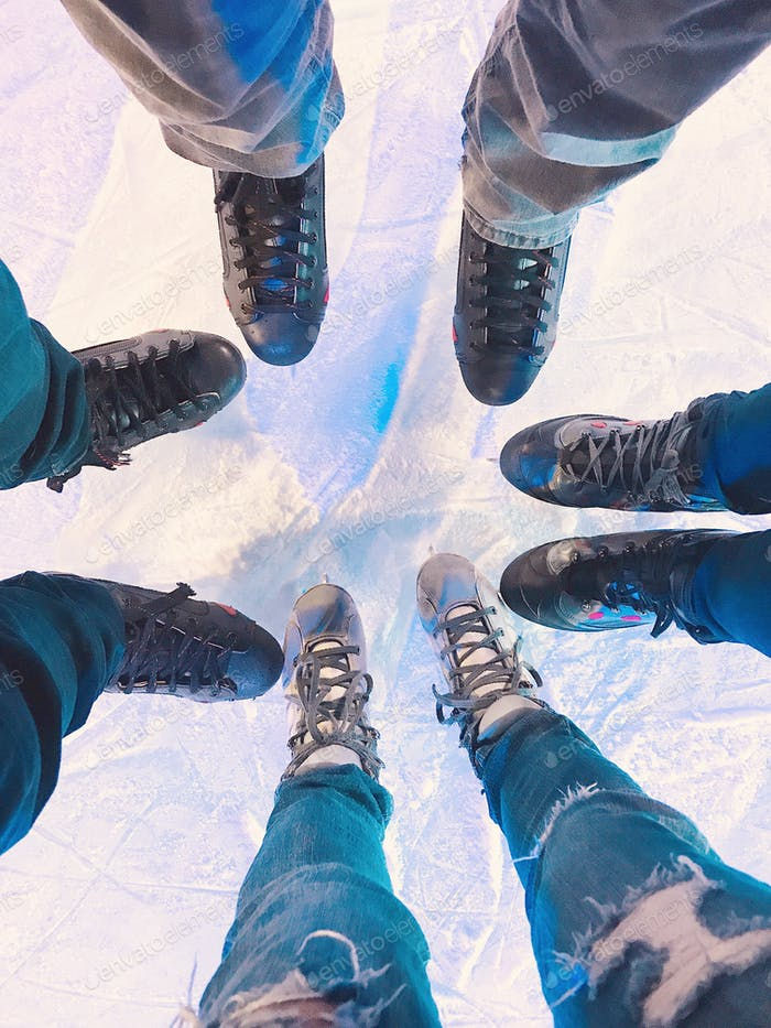 Going ice skating with friends on a double date! Ice skating ⛸ is fun!
