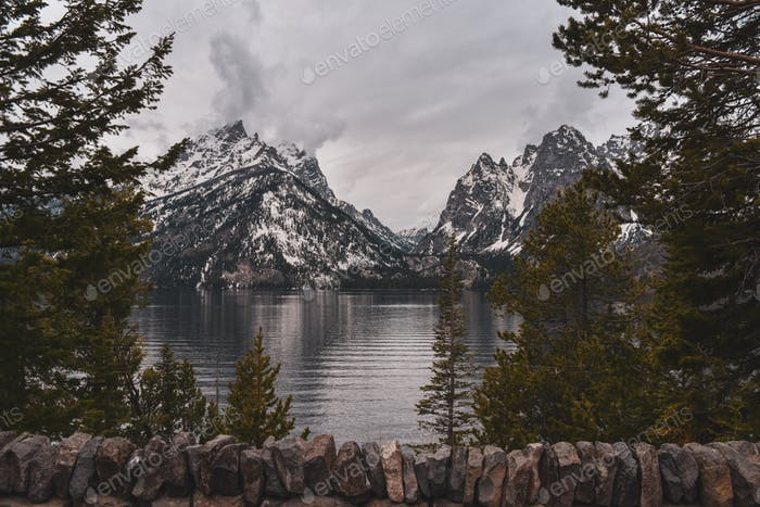 Majestätischer Jenny-See in Wyoming