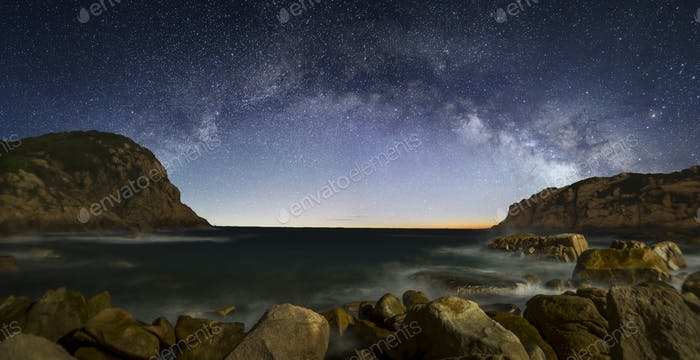 Curved Milky Way over a sea