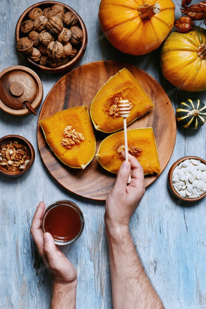 Cooked pumpkin with honey and walnuts