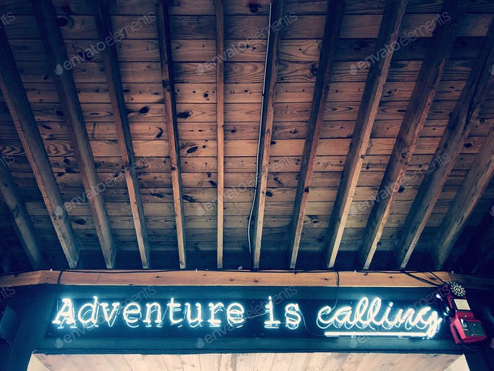Adventure is calling Neón sign