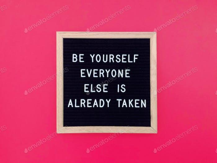 Sei du selbst. Alle anderen sind bereits vergeben.