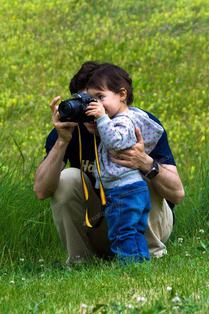 Discover the world of photography with the help of daddy