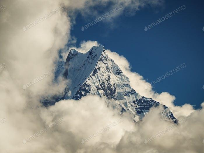 La gran cordillera Annapurnas de Nepal no se puede perder durante toda la vida