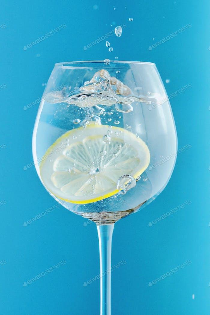 Lemon splash in the water