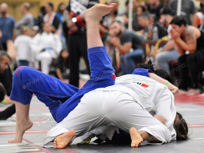 Frauenbereich MMA Leichtgewichte. Nahaufnahme Sport in Aktion