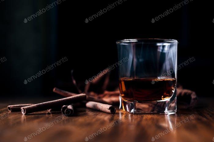 Bourbon im Glas bereit zu trinken