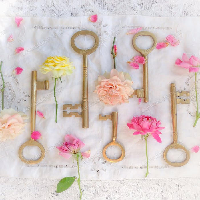 Faded roses and keys
