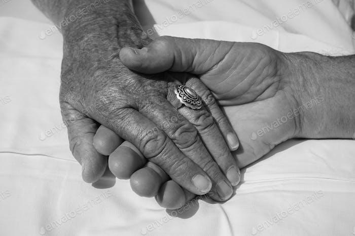 la mano de la anciana