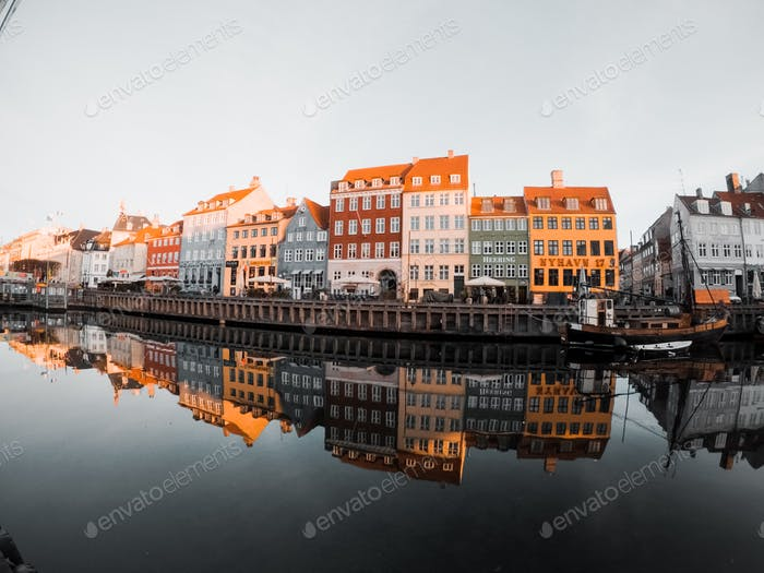 Lifestyle in Copenhagen Denmark Danimarca house colored travel travelling voyage trip voyage trippy