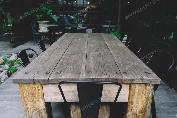 leerer Holztisch