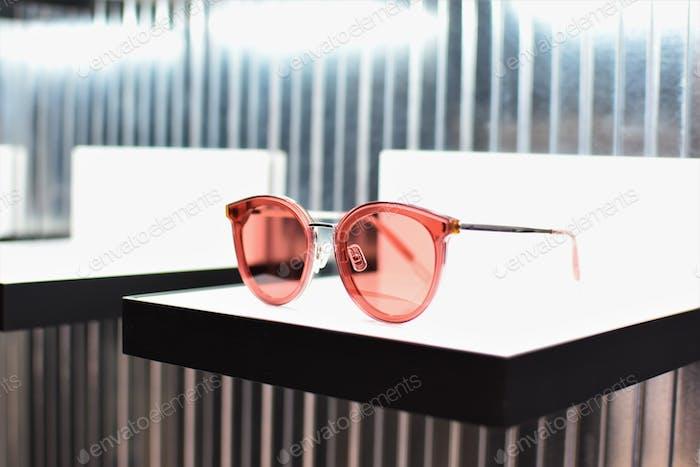 Sonnenbrille auf dem Display