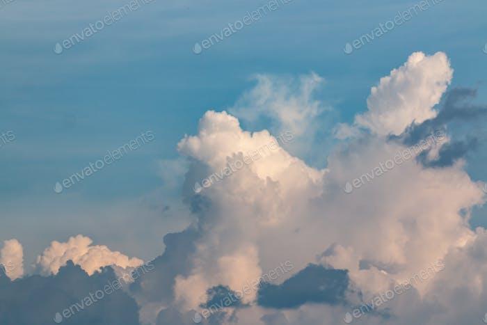 Der bewölkte Himmel