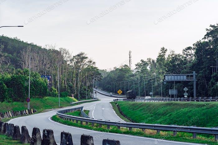 Karak Highway, Malaysia am Morgen.