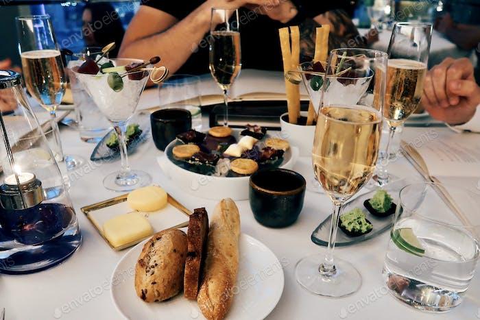 Luxuriöses Abendessen im Restaurant