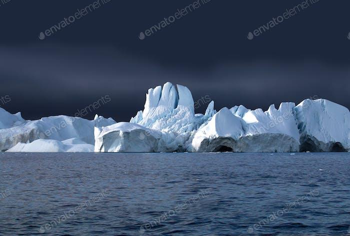Icebergs in the icefjord Ililulissat