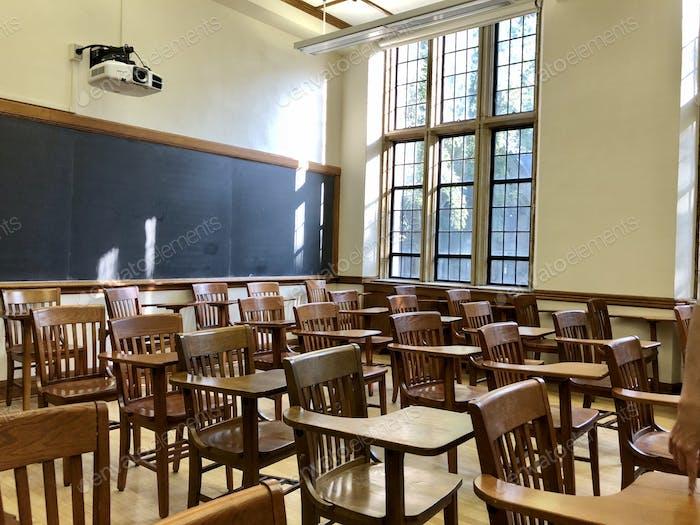 Ein leeres College-Klassenzimmer während der Covid19-Pandemie.