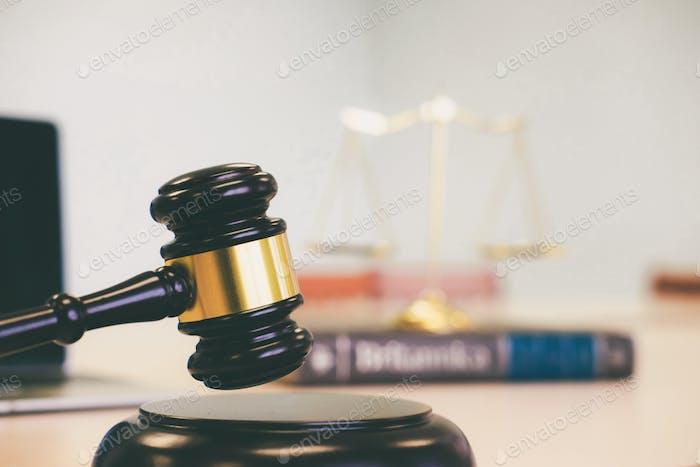 Símbolo de la ley y la justicia. Concepto de derecho y justicia.