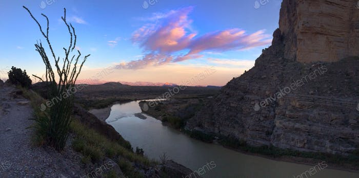 Frontera entre Estados Unidos y México en el Cañón de Santa Elena.