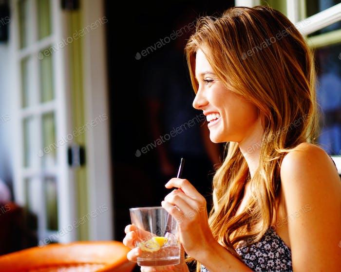 Rachel und ihr Wodka-Wasser