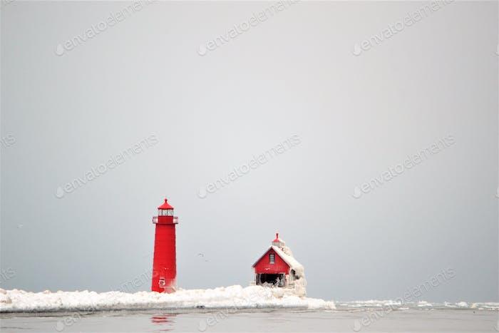 Grand Haven South Pierhead Inner Light ist das innere Licht zweier Leuchttürme am Südpier von