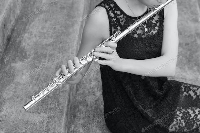 Nur ein Mädchen und ihre Flöte