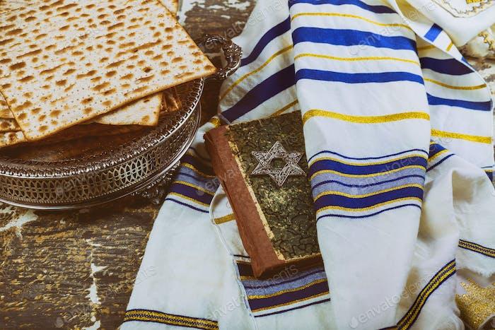 matzos jüdisches traditionelles trockenes Brot zur Passahfeier