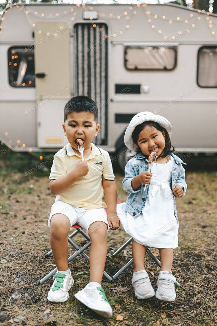 Asian people, kids, eating, food, summer, outdoors, picnic, travel, child, girl, boy,
