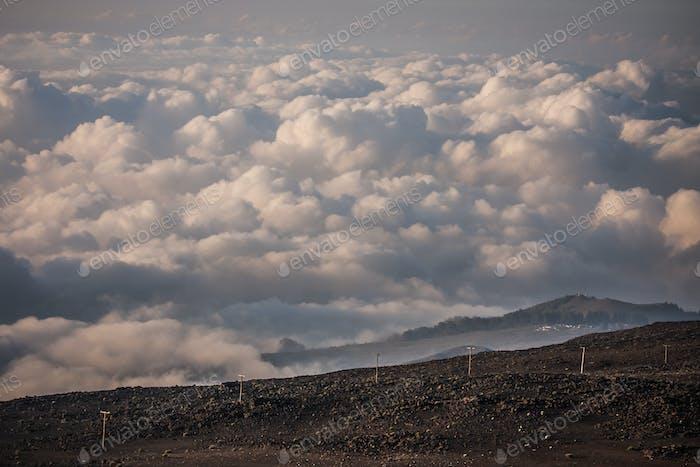 Завораживающие закатные облака над вершиной вулкана Халеакала (Гавайский: «Дом Солнца»