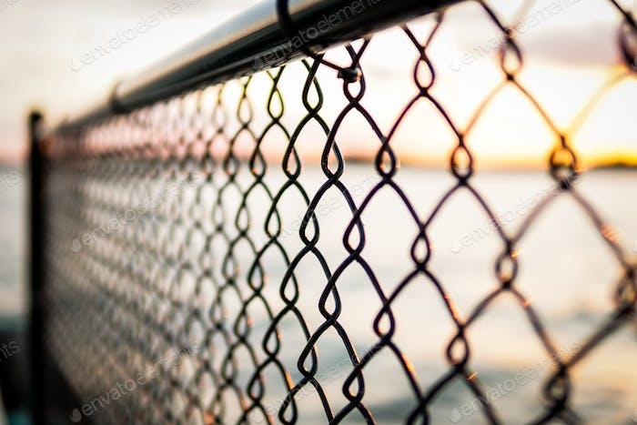 Seguridad de la valla de eslabón de la cadena y metáfora de inmigración