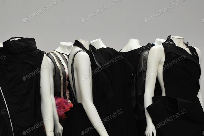 Kleider auf Schaufensterpuppen