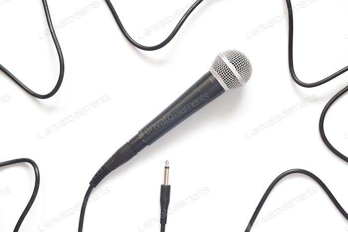 Mikrofon isoliert auf weißem Hintergrund