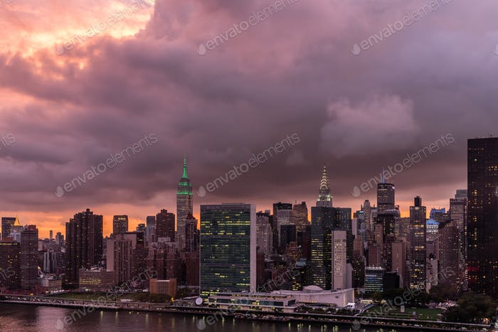 Atemberaubender Sonnenuntergang in New York heute Abend