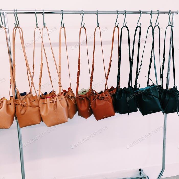 Taschen auf Taschen auf Taschen.