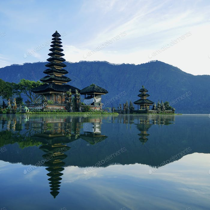 Great morning in Bali at the temple on the water!