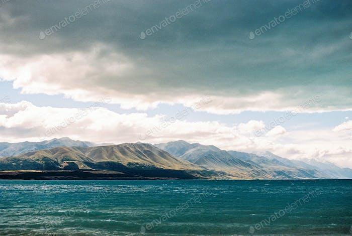 Bewölkter Tag am Lake Pukaki in Neuseeland