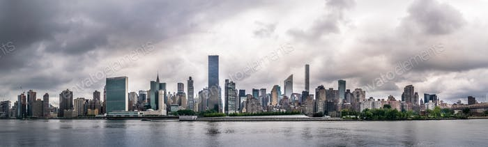 Ein wolkenverhangener NY