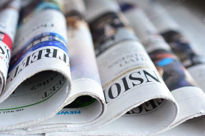 Zeitung auf der Theke