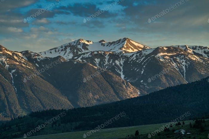 Montañas en el paisaje de Montana y Idaho