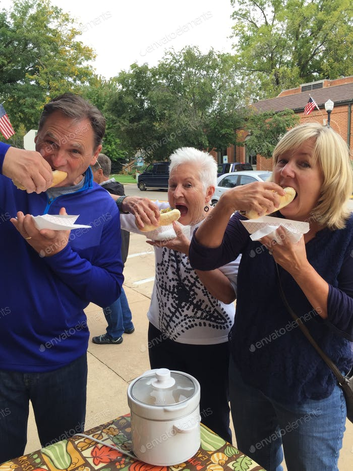 A family stops at a roadside stand and gets bratwurst