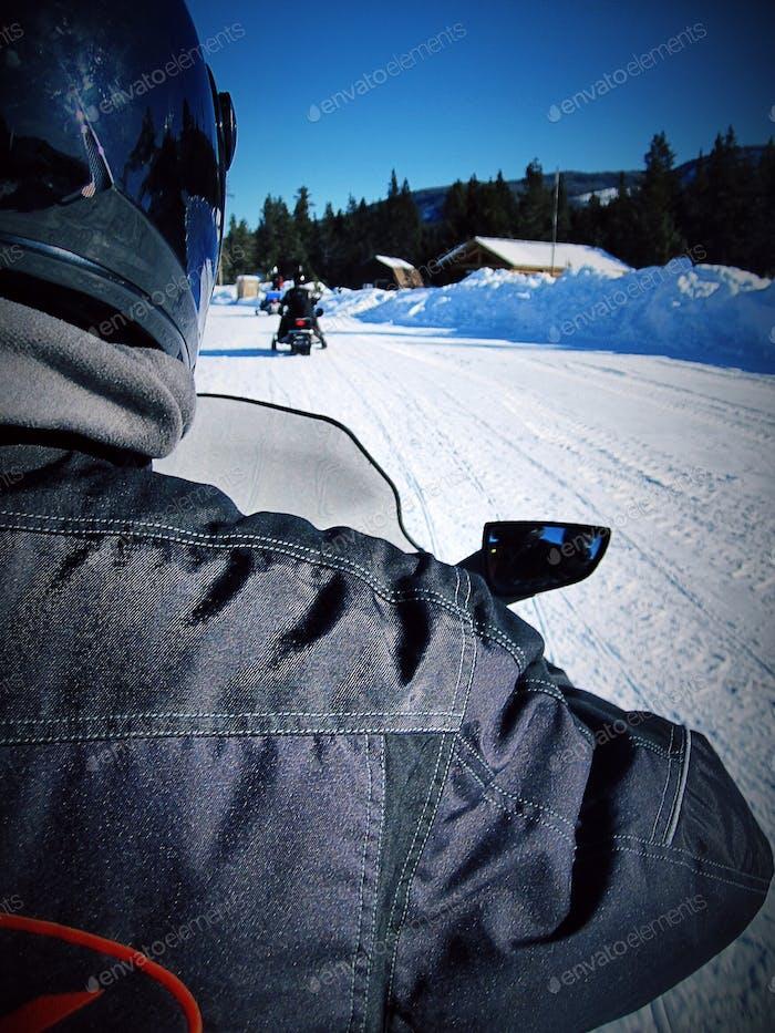 Motorschlittenfahrt nach Yellowstone... Ein Muss!! Im Februar 2013 aufgenommen.