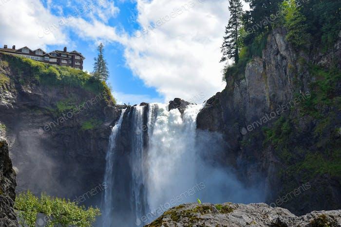 Salish lodge above Snoqualmie Falls