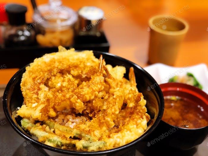 Tendon Tempura: Japanisches Essen