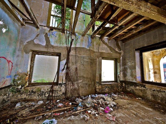 Abandoned House !!!