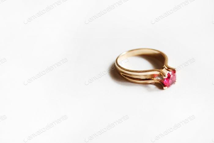 Goldener Ring mit Rubinstein Nominiert!